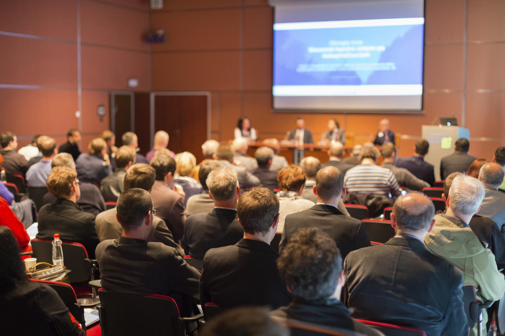 Les 4 meilleures stratégies pour promouvoir un événement d'entreprise