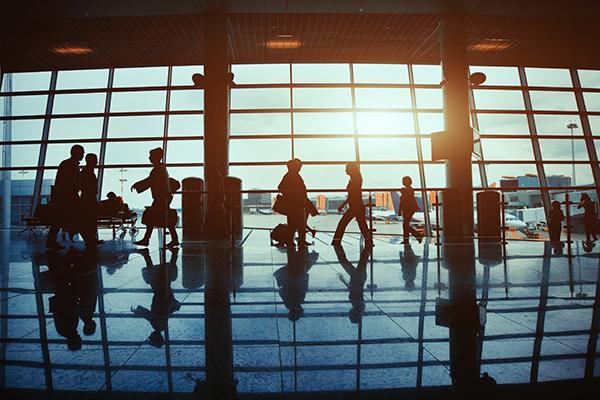 Nouvelle taxe dans les aéroports du Royaume-Uni pour réduire les files d'attente