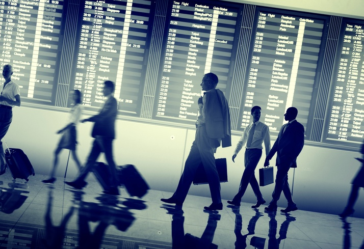 Organisation des déplacements corporatifs : chargé de voyages ou agence ?