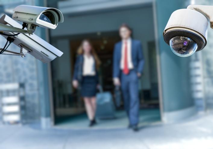Voyageur d'affaires: attention à la sécurité numérique!